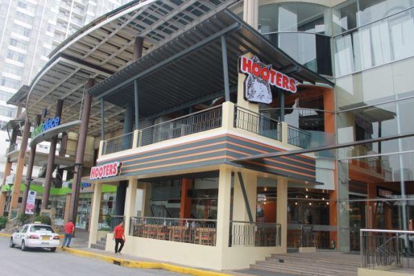 Hooters - Manila